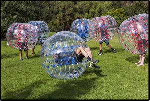 Beim Bubble Soccer ist tackeln erlaubt